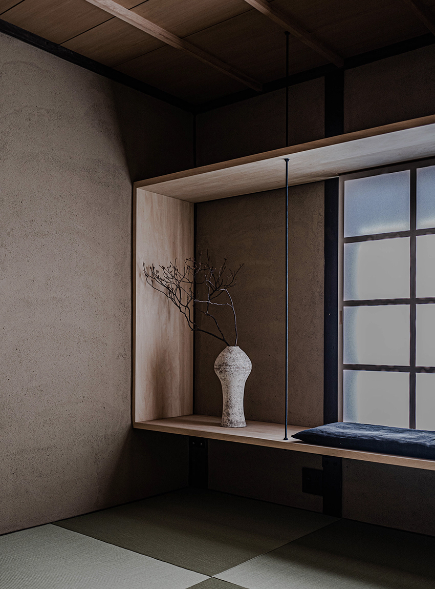 Maana Kamo window with vase and seating area detail